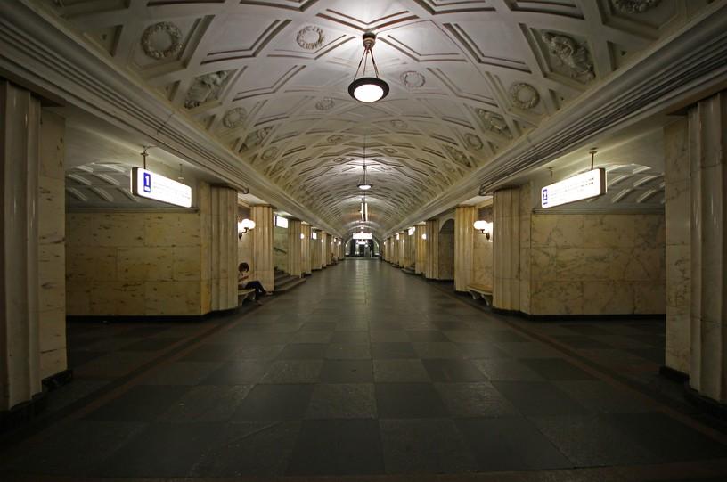 Станция Театральная, центральный неф