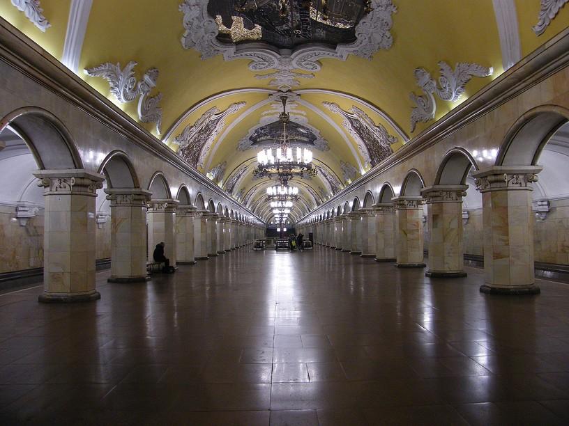 Станция Комсомольская, центральный неф