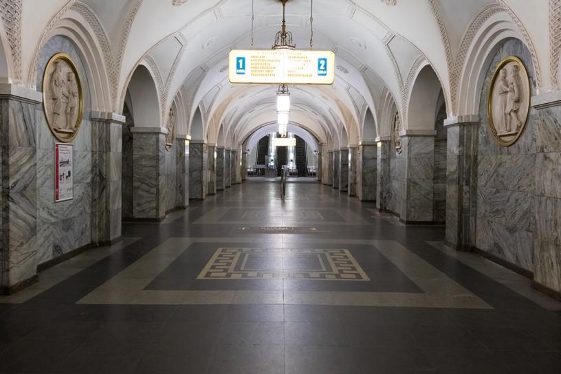Станция Парк культуры, центральный неф