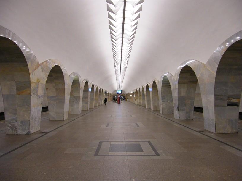 Станция Кузнецкий мост, центральный неф