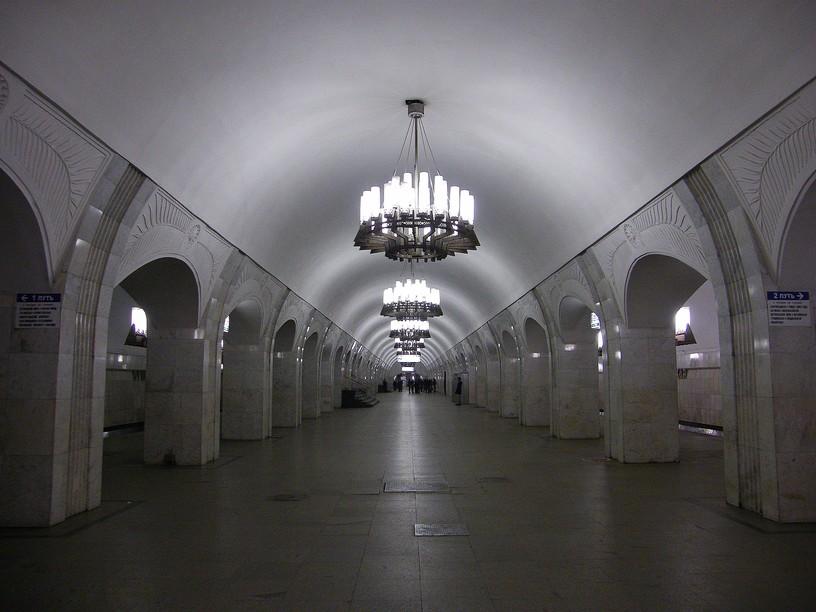 Станция Пушкинская, центральный неф