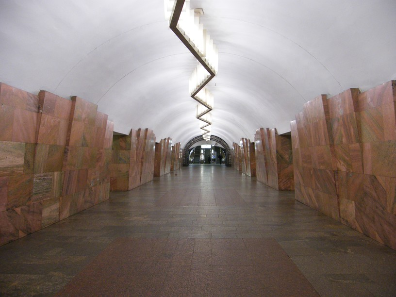 Станция Баррикадная, центральный неф