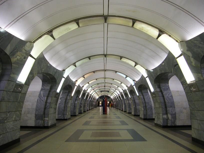 Станция Чкаловская, центральный неф