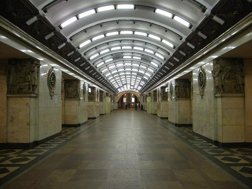 Станция Нарвская, центральный неф