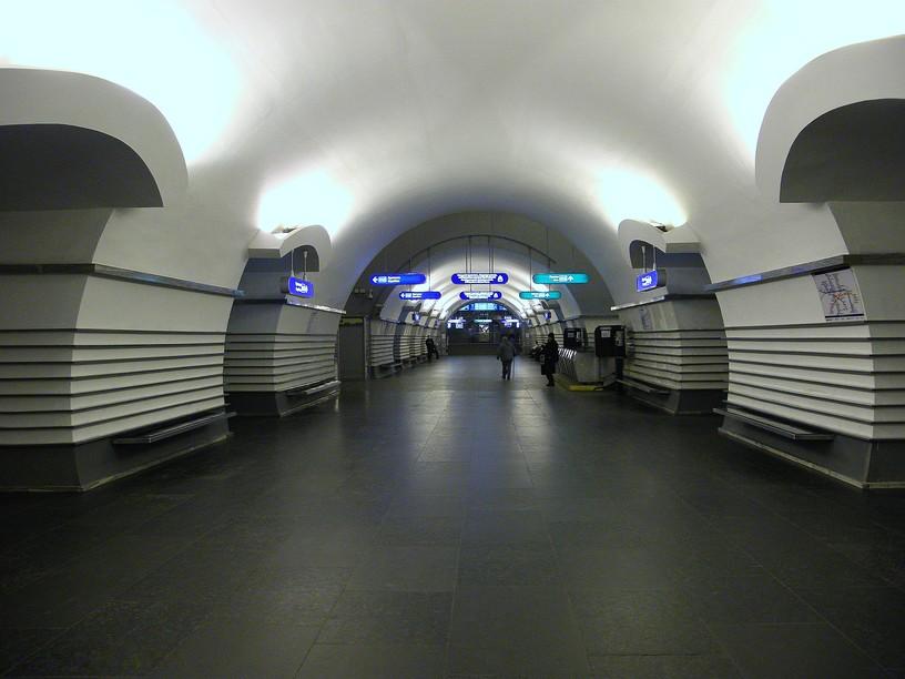 Станция Невский проспект, центральный неф