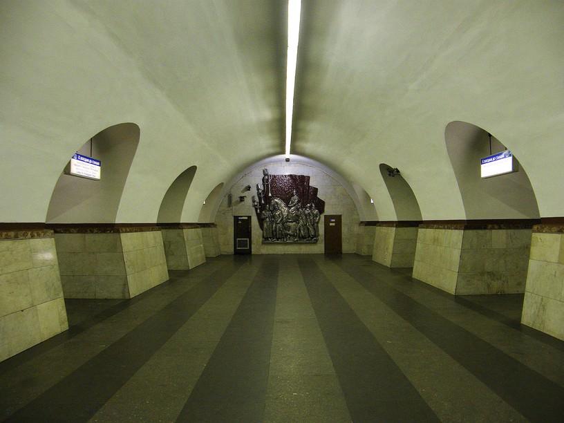 Станция Фрунзенская, центральный неф