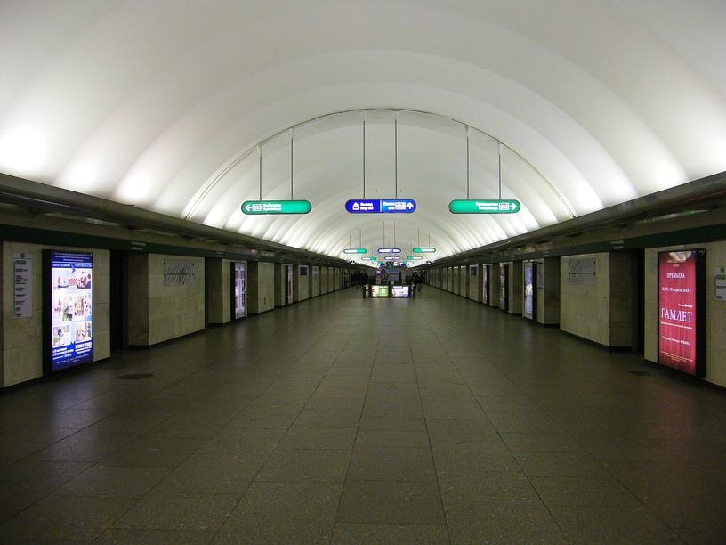 Станция Гостиный двор, центральный неф