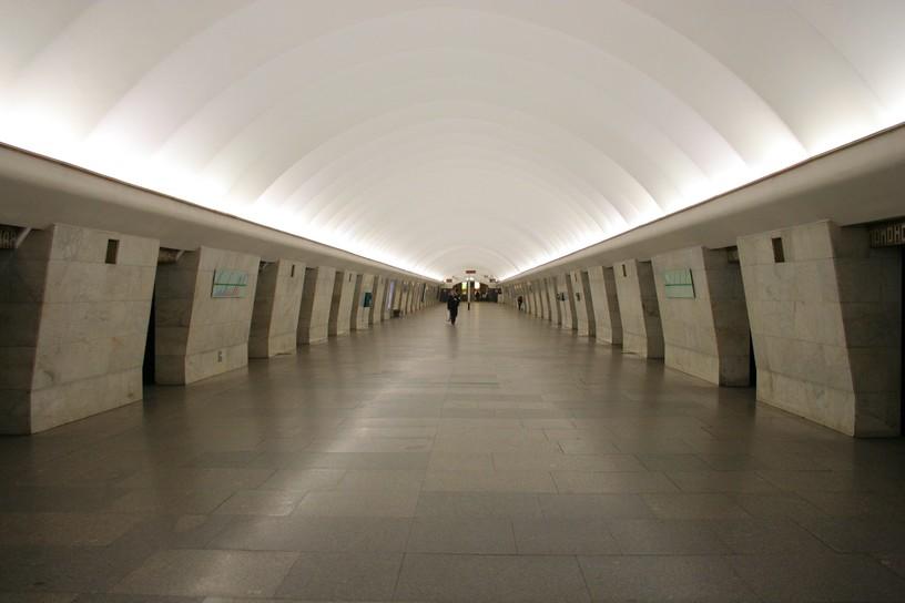 Станция Ломоносовская, центральный неф