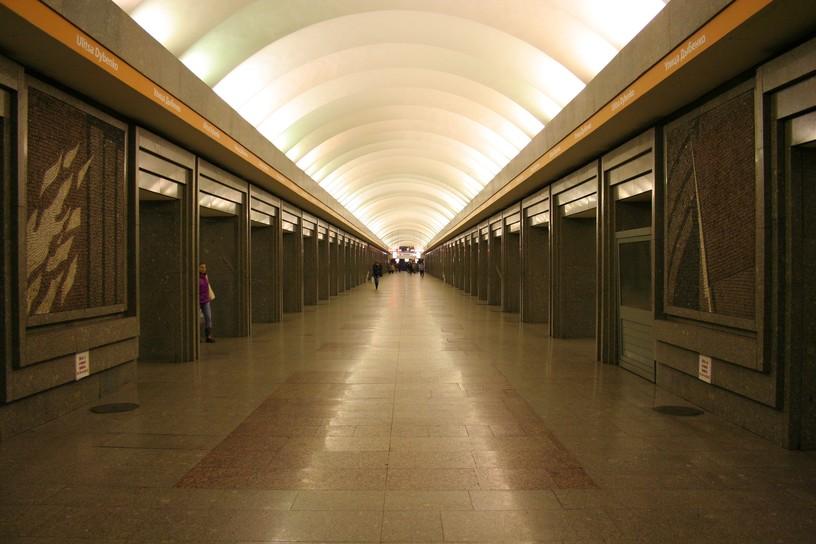 Станция Улица Дыбенко, центральный неф