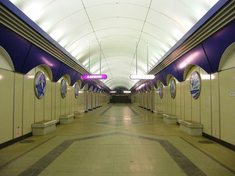 Станция Комендантский проспект, центральный неф