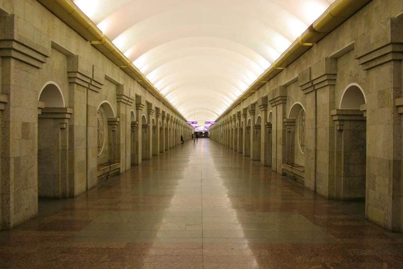 Станция Крестовский остров, центральный неф