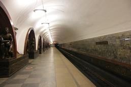 Станция Площадь Революции, боковой неф