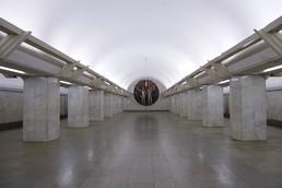 Станция Полянка, центральный неф
