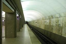Станция Улица Дыбенко, боковой неф